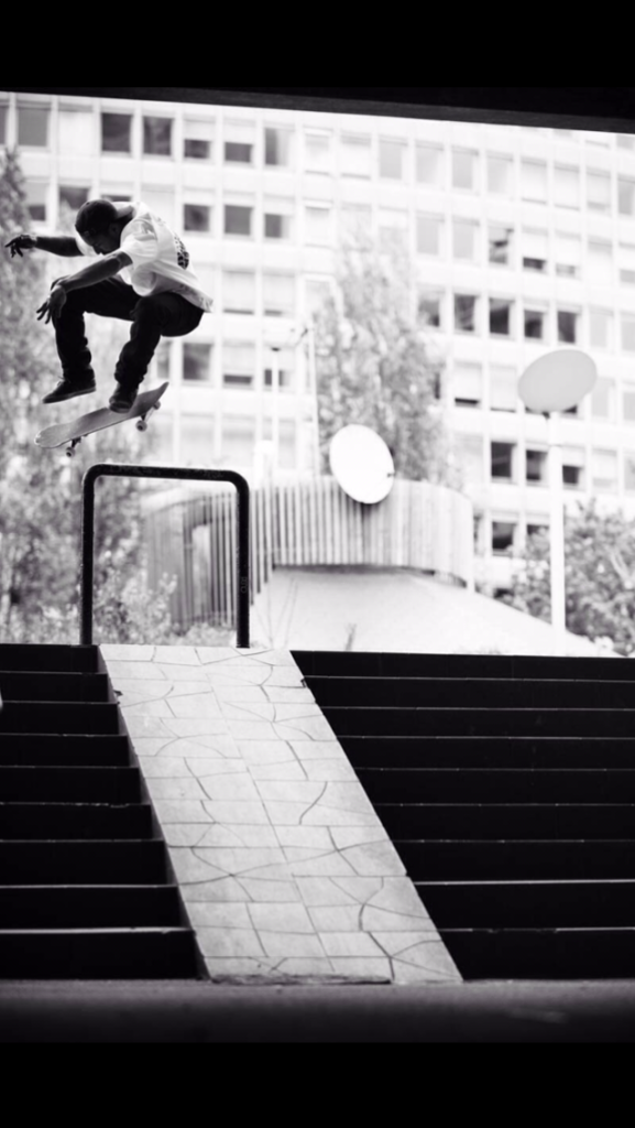 BS KickFlip Paris (Photo by Alexandre Pires)
